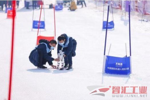 首届全国机器人冰雪大赛举行