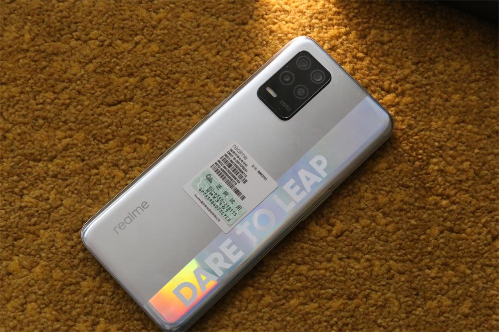 realme 真我Q3评测:年轻人值得拥有的潮流时尚手机