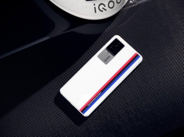BMW联名 有速度更有激情  iQOO 7传奇版展现巅峰性能