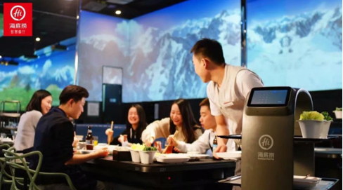 2021餐饮业用工荒雪上加霜 送餐机器人帮你忙
