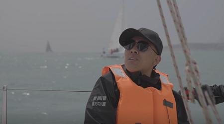 货拉拉山东95后司机自幼崇拜郭川 8年后参加青岛帆船赛终圆梦